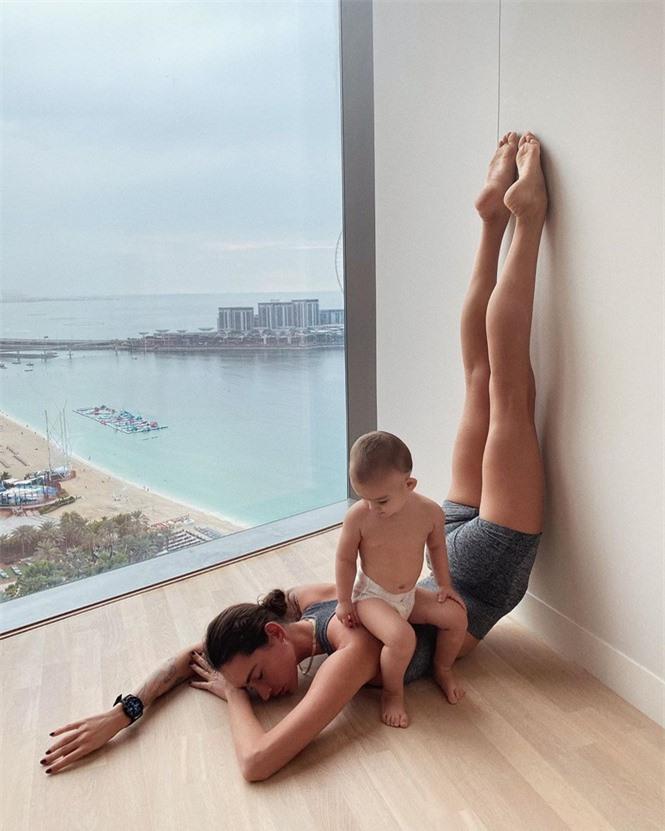 Mỹ nhân Nga thành 'hiện tượng mạng' nhờ đôi chân dài 1m20, body hoàn hảo - ảnh 9