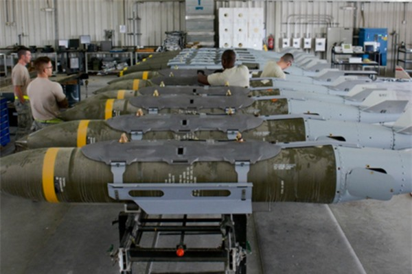 Su-57 trang bị bom lượn thế hệ mới 'ăn đứt' F-35 với JDAM của Mỹ?