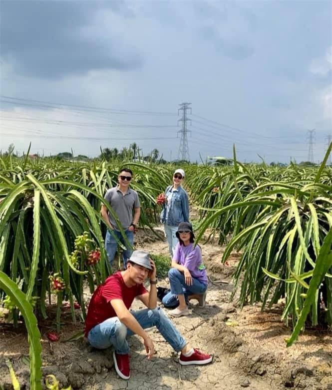 Về quê làm vườn, trồng cây, Hà Tăng vẫn thể hiện thần thái đỉnh cao không ai sánh kịp 0