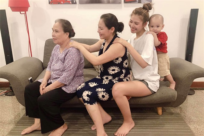 Ngược lại, mẹ chồng khen Chúng Huyền Thanhrất hiếu thảo, ngoan ngoãn và thương gia đìnhchồng như ruột thịt.
