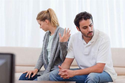 Im lặng, tránh to tiếng khi cãi nhau là giải pháp tích cực để hạ hỏa cho cả hai vợ chồng. Ảnh: T.L