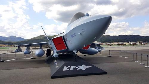 Mô hình tiêm kích tàng hình nội địa KF-X của Không quân Hàn Quốc. Ảnh: Jane's 360.