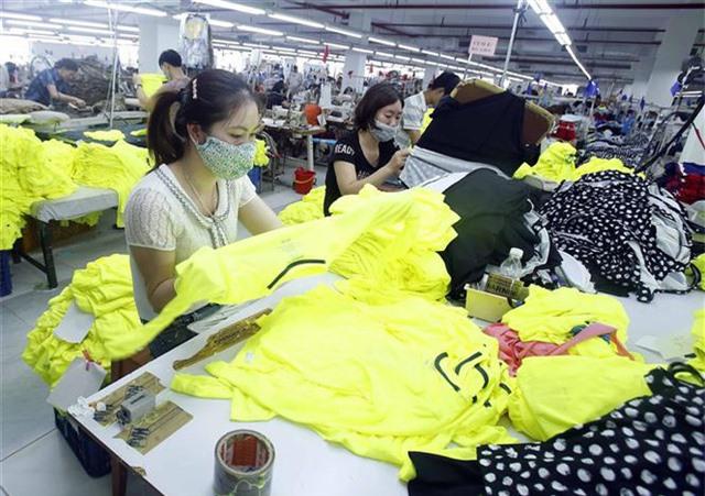 HSBC: Dệt may, da giày hưởng lợi nhiều nhất từ EVFTA - Ảnh 2.