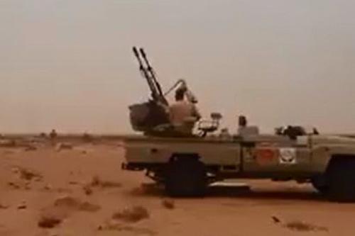 Tay súng GNA cố gắng bắn hạ chiến đấu cơ của LNA bằng pháo phòng không ZU-23-2. Ảnh: Avia-pro.
