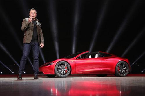 Các thương hiệu ôtô thường chi rất nhiều tiền để marketing và quảng cáo sản phẩm. Ngành công nghiệp ôtô còn là một trong những ngành chi nhiều tiền quảng cáo nhất trên thế giới. Thế nhưng có một điều kỳ lạ, đó là Tesla của Elon Musk chưa từng chi dù chỉ 1 xu cho bất kỳ hình thức quảng cáo nào. Ảnh: Telsa.