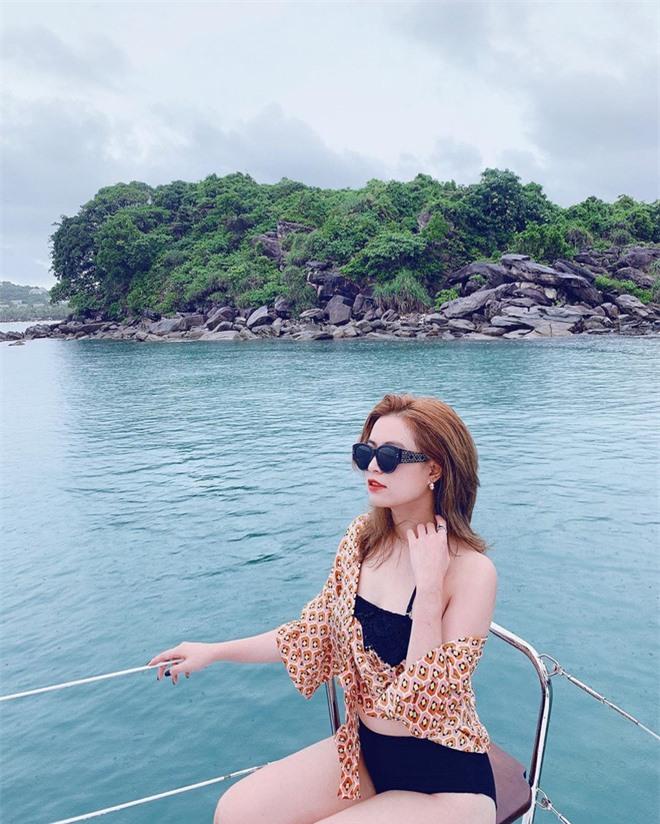hoang-thuy-linh-bi-che-map-chinh-anh-meo-ghe-khi-dien-bikini-e25-4991782