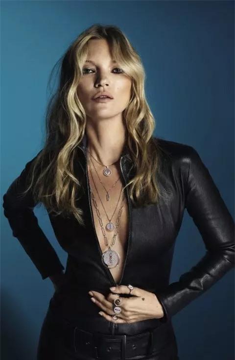 Kate Moss trong ảnh quảng cáo trang sức năm ngoái.