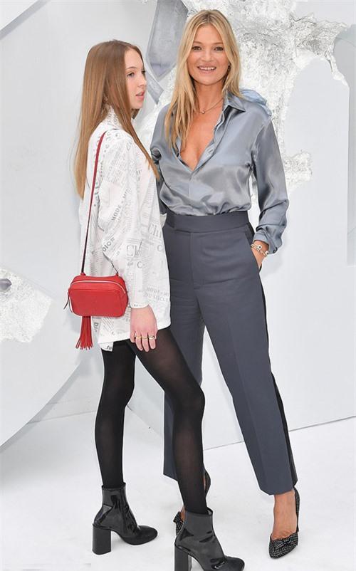 Kate Moss và con gái tuổi teen tham dự sự kiện vào tháng 6/2019.