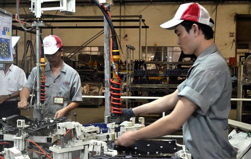 Dịch COVID-19 khiến các doanh nghiệp sản xuất nhận ra rằng, cần phải giảm phụ thuộc về nguyên liệu vào một vài thị trường nhất định. Ảnh: Dân trí.