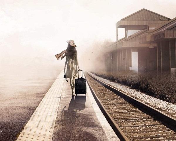 Bạn nghĩ cô gái trong bức tranh này đang đi đâu và làm gì?