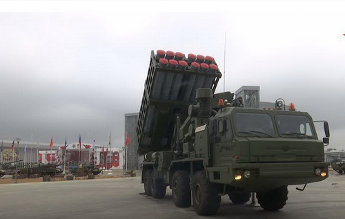 Xe mang phóng tự hành của tổ hợp phòng không S-350 Vityaz. Ảnh: TASS.