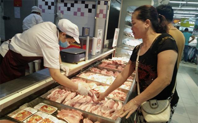 Thịt lợn hơi tiếp đà giảm giá - Ảnh 1.