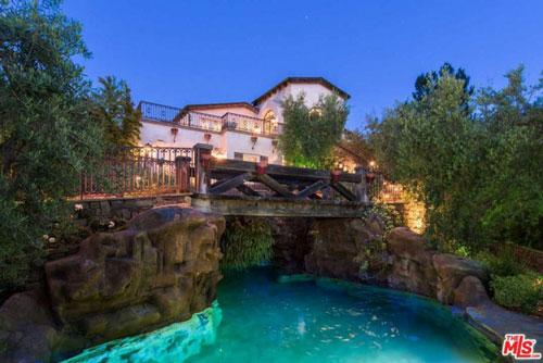 Bất động sản có tổng diện tích lên đến hơn 12.000 m2, được tài tử điện ảnh Tom Cruise bán vào tháng 10/2015. Thời điểm đó, giá của biệt thự là 11,4 triệu USD.