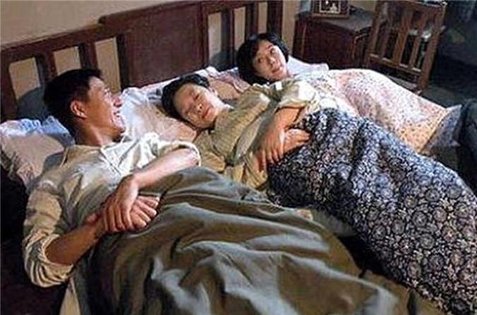 Đêm tân hôn vợ chồng nằm trơ như khúc gỗ chỉ vì hai chiếc giường kê sát nhau - 2