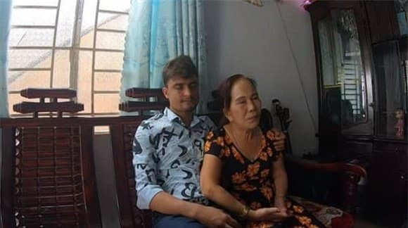 cô dâu 65 tuổi bị đánh 0