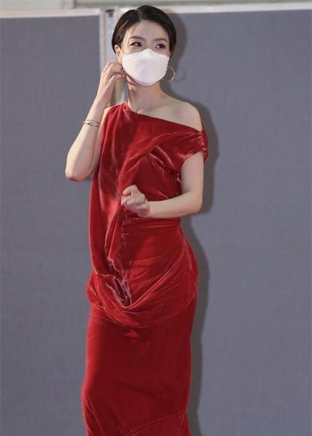 Khoảnh khắc nữ diễn viên Hàn 'chửi thề' vì trượt giải Baeksang gây sốt - Ảnh 2