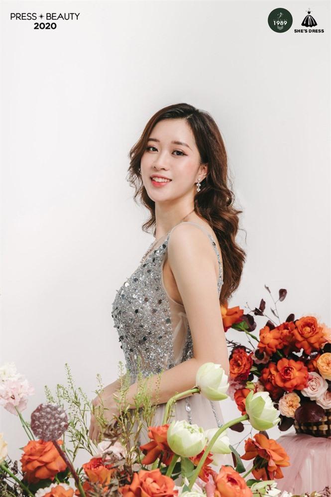 Thí sinh Nguyễn Linh Thu - SBD 01 - Hoa tường vi trong trẻo, tinh khôi