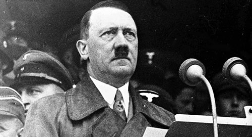 Adolf Hitler phát biểu trước 80.000 công nhân tại Đức mừng Ngày Lao động năm 1936. Ảnh: AP