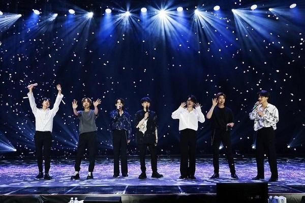 Hình ảnh BTS trong buổi hòa nhạc trực tuyến ngày 15/6/2020.
