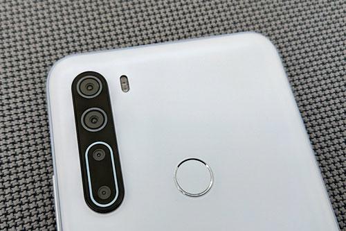 HTC U20 5G sở hữu 4 camera sau. Trong đó, cảm biến chính 48 MP, khẩu độ f/1.8 cho khả năng lấy nét theo pha. Cảm biến thứ hai 8 MP, f/2.2 với góc rộng 118 độ. Ống kính macro và cảm biến chiều sâu cùng có độ phân giải 2 MP, f/2.4.
