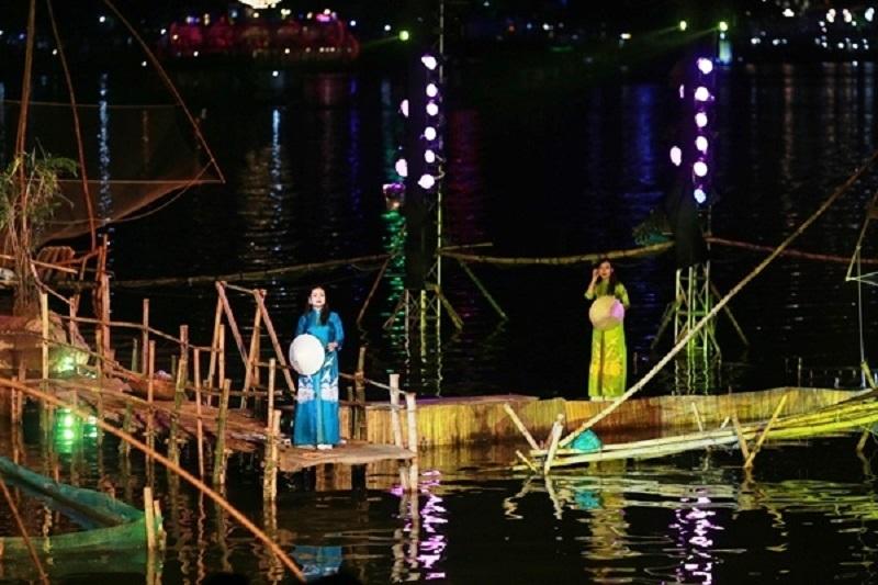 """Chương trình nghệ thuật """"Ai đã đặt tên cho dòng sông"""" lấy cảm hứng từ nhiều chất liệu lịch sử về dòng sông Hương thơ mộng, khai mở lần nữa những bí ẩn của Huế, của sông Hương."""