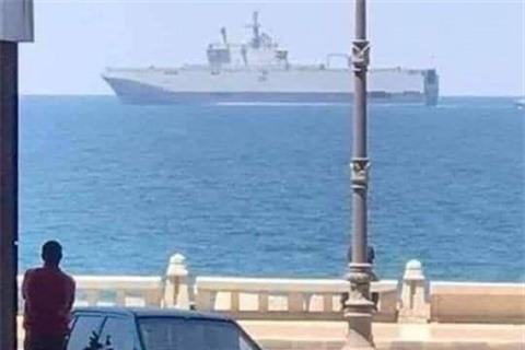 Ai Cap gui tau san bay Mistral toi Libya tham chien?