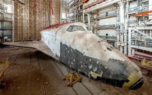 Bên trong nhà máy chế tạo tàu không gian bị Nga bỏ hoang - 1