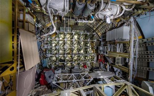 Bên trong nhà máy chế tạo tàu không gian bị Nga bỏ hoang - 12
