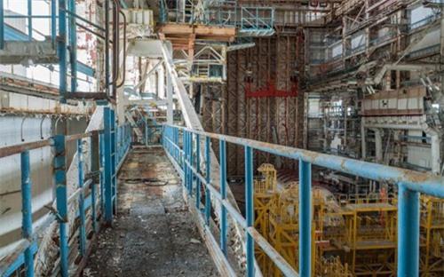 Bên trong nhà máy chế tạo tàu không gian bị Nga bỏ hoang - 13