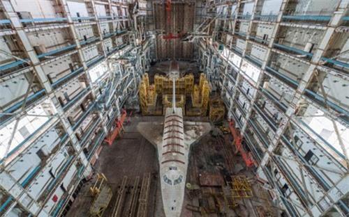 Bên trong nhà máy chế tạo tàu không gian bị Nga bỏ hoang - 2