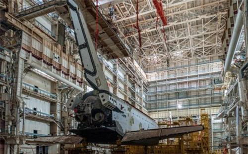 Bên trong nhà máy chế tạo tàu không gian bị Nga bỏ hoang - 3