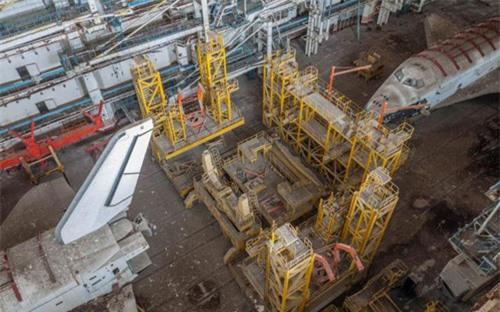 Bên trong nhà máy chế tạo tàu không gian bị Nga bỏ hoang - 5