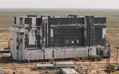 Bên trong nhà máy chế tạo tàu không gian bị Nga bỏ hoang - 6