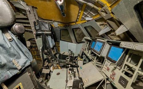 Bên trong nhà máy chế tạo tàu không gian bị Nga bỏ hoang - 7