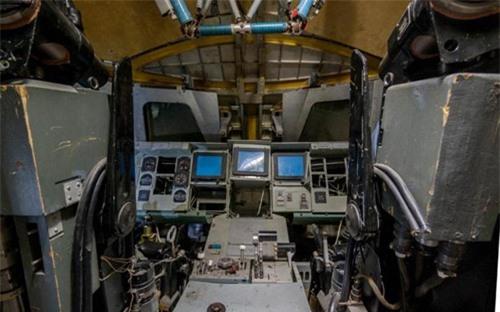 Bên trong nhà máy chế tạo tàu không gian bị Nga bỏ hoang - 8