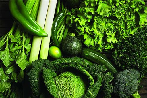 Giai đoạn hành kinh, bạn nên ăn những loại rau lá xanh đậm.