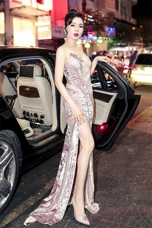 Nữ ca sĩ sở hữu nhiều siêu xe đắt đỏ