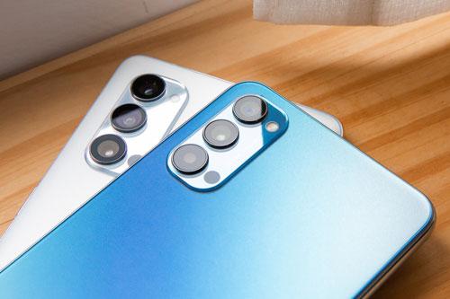Oppo Reno4 5G sở hữu 3 camera sau. Cảm biến chính 48 MP, khẩu độ f/1.7 cho khả năng lấy nét theo pha. Ống kính thứ hai 8 MP, f/2.2 với góc rộng 119 độ và cảm biến chiều sâu 2 MP, f/2.4.