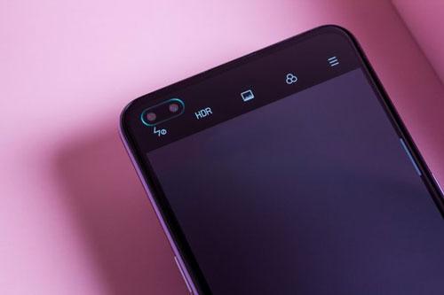 Bộ đôi camera selfie 32 MP và 2 MP cùng có khẩu độ f/2.4.