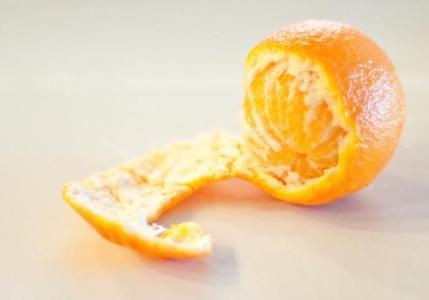 Khi ăn cam quýt hãy giữ lại phần vỏ để phơi khô làm nguyên liệu pha nước uống có thể giúp thải độc gan rất tốt