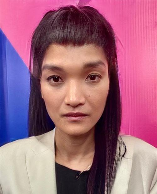 Người hâm mộ cho rằng Mạc Anh Khoa không nên chuyển giới. Khi thêm tóc dài, nam diễn viên chẳng những không nữ tính mà như hóa trang trong phim kiếm hiệp.