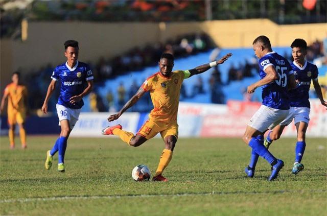 Vòng 5 LS V.League 1-2020: Vòng đấu của bất ngờ và những điều đầu tiên - Ảnh 2.