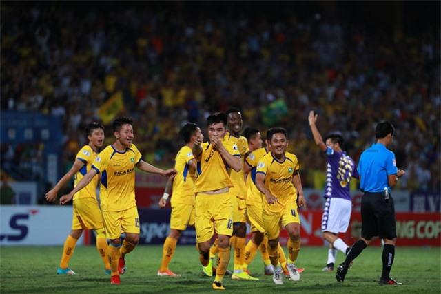 Vòng 5 LS V.League 1-2020: Vòng đấu của bất ngờ và những điều đầu tiên - Ảnh 3.