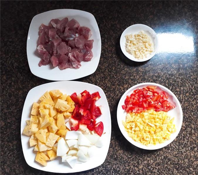 Cách làm món thịt heo chiên sốt dứa chua ngọt đậm đà