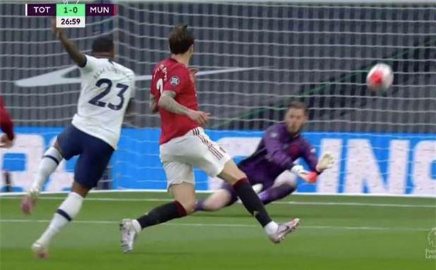 De Gea chính thức trở thành thủ môn tệ nhất Ngoại hạng Anh - Ảnh 1.