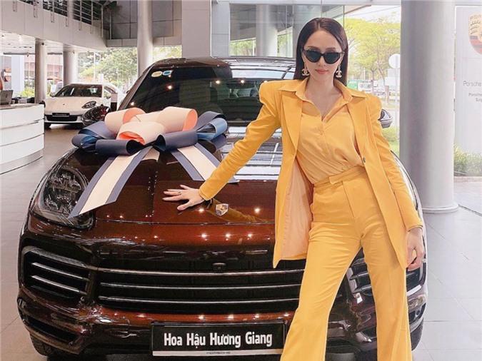Chiếc xế hộp hạng sang của Đức, giá gần 5 tỷ đồng là tài sản mới nhất của Hương Giang. Hoa hậu Chuyển giới 2018 còn lựachọn nội thất màu ánh kim, đội thêm hơn 70 triệu đồng cho giá trị chiếc xe.