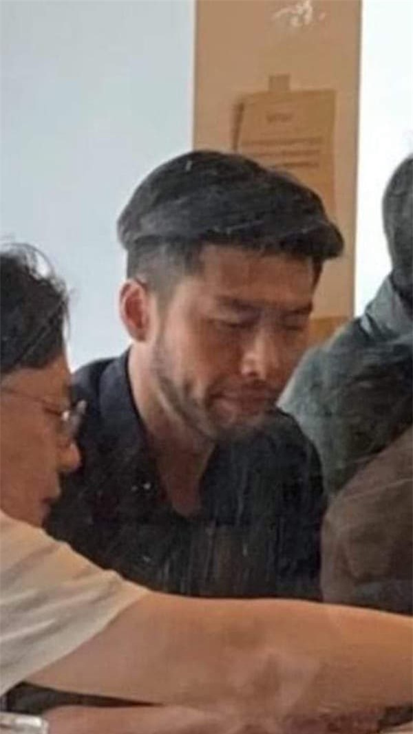 Hyun Bin gây bất ngờ với diện mạo 'ông chú' râu quai nón bụi bặm, phong trần 2