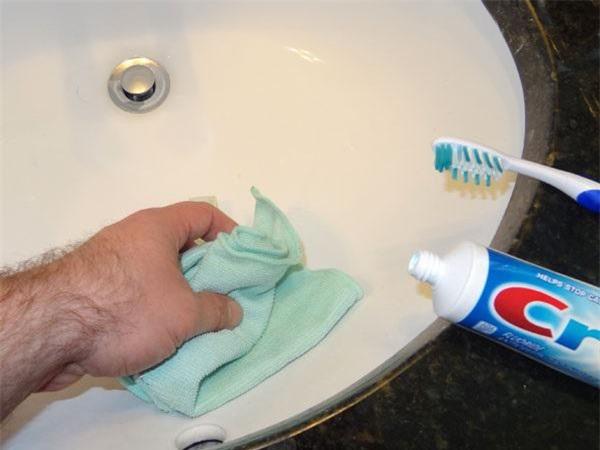 Mẹo làm sạch mọi thiết bị nhà tắm chỉ trong nháy mắt, ai cũng làm được - 2
