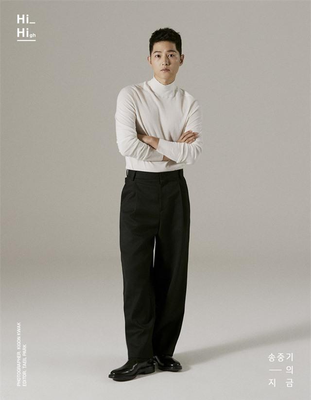 Song Joong Ki tung bộ ảnh mới, hé lộ cuộc sống đời tư - Ảnh 1.