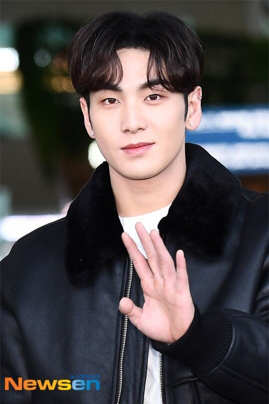 6 idol Kpop 'xém' bị hủy hoại vì scandal giả: Jennie, Kim Woo Seok chưa là gì so với T-ARA! - Ảnh 14